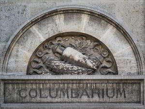 Columbarium individuel ou collectif : lequel choisir ?