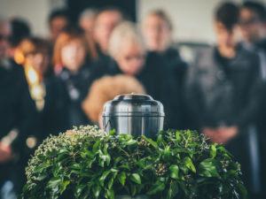 Dispersion des cendres : comment doit se dérouler la cérémonie ?