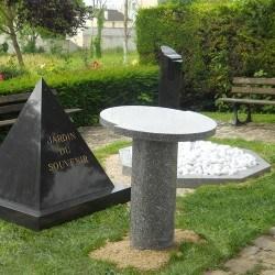 """Stèle pyramide """"noir"""""""
