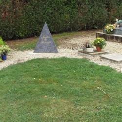 Stèle Pyramide